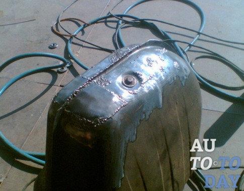 Как заделать дыру в баке автомобиля