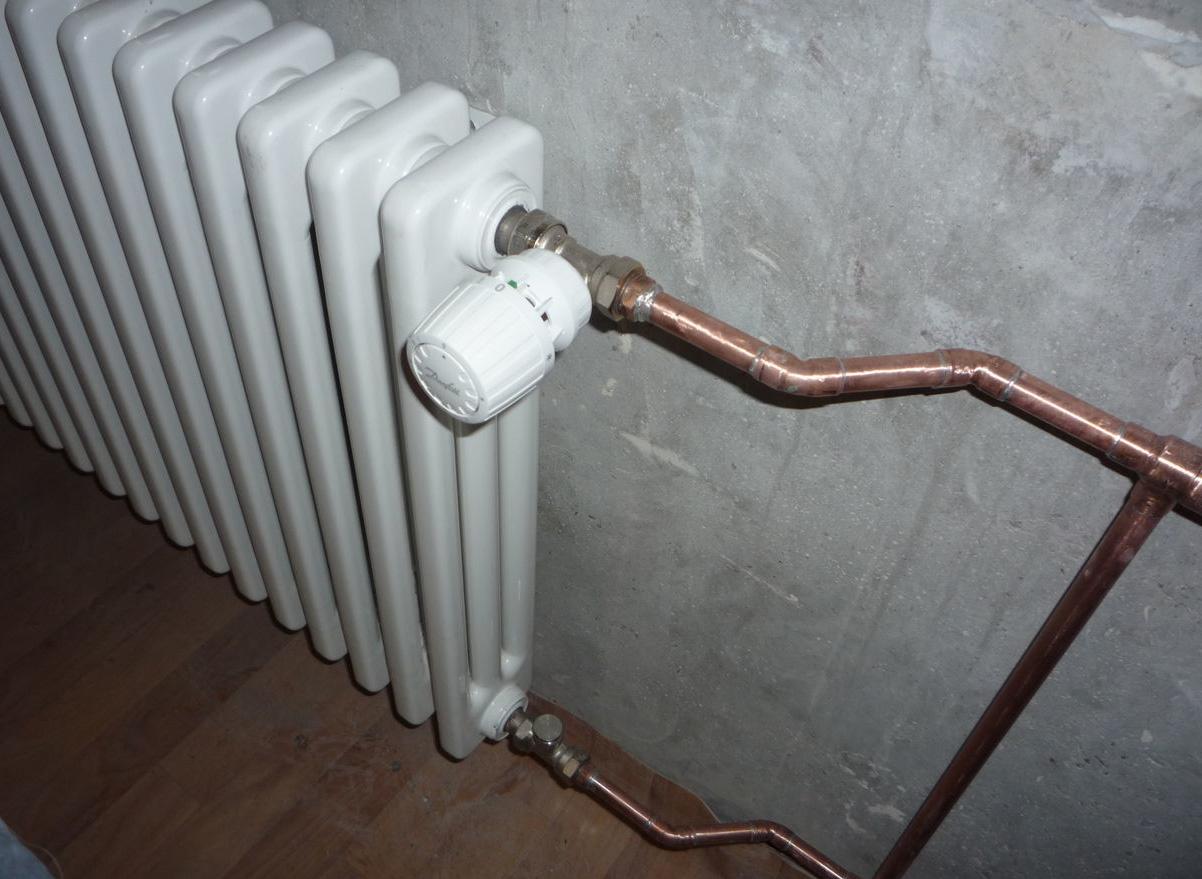 Как закрыть вентиль на батарее отопления?